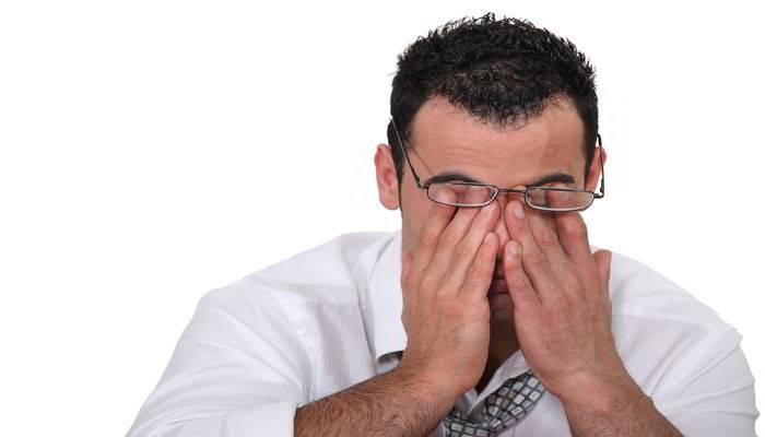 क्यों कमजोर होती हैं आंखें - Causes of Weak Eye Sight In hindi