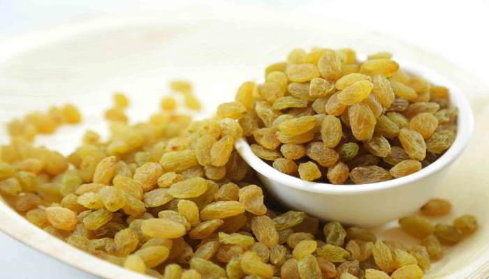किशमिश खाने का सही तरीका - How To Eat Raisins In Hindi
